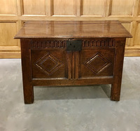 III-00-51 English Oak Coffer
