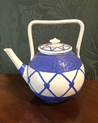 II-3575 19th Century English Blue and White Teapot