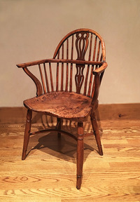 III-06-94 18th Century Yew-wood Windsor Chair